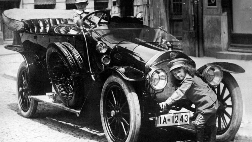 Первые автомобили крупнейших брендов