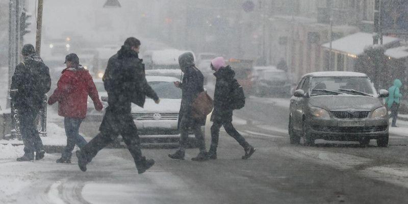 Снегопад в Киеве парализовал город и спровоцировал массовые аварии