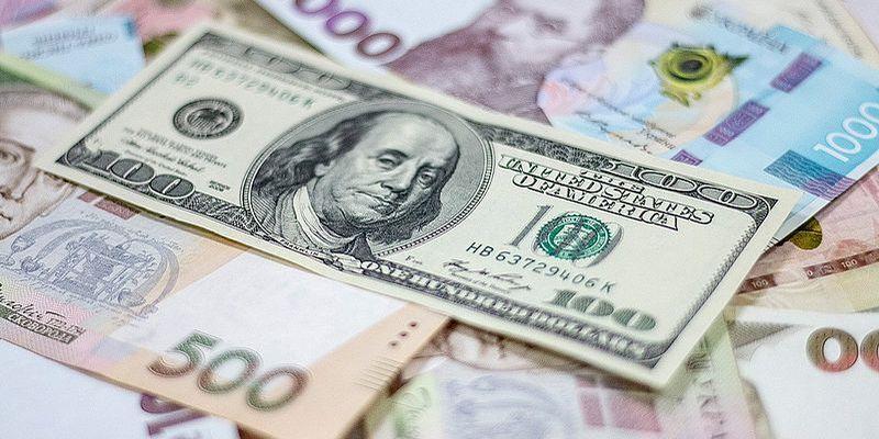 """Свежий курс валют: доллар """"летит"""" вниз, гривна укрепляется"""