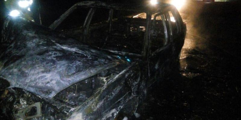 На трассе в Херсонской области вспыхнул автомобиль