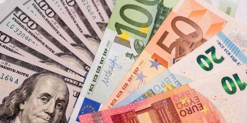 В Украине валюту будут продавать по новым правилам: эксперт спрогнозировал, обвалится ли гривня