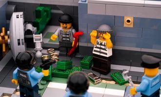 Воровали исключительно Lego: во Франции арестовали международную банду грабителей