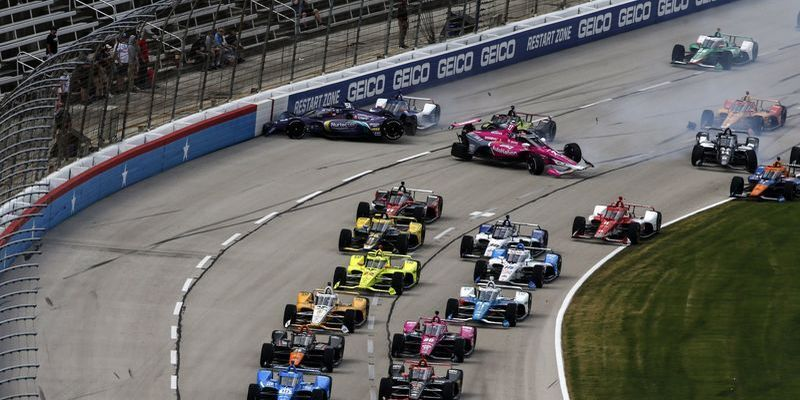 Шесть машин вдребезги: жуткая авария на первом круге в IndyCar