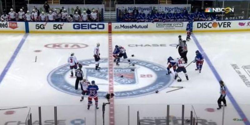 Жорстока помста: хокеїсти влаштували епічне побоїще на першій секунді матчу НХЛ
