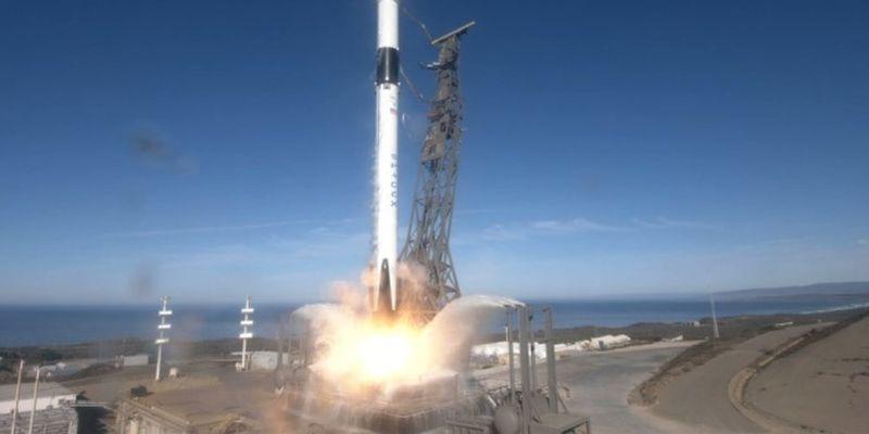 SpaceX здійснив успішний запуск супутника на орбіту