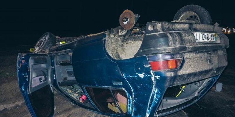 Смертельное ДТП под Киевом: Renault снес Kia с трассы и перевернулся