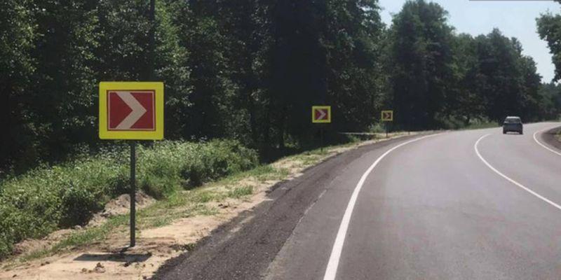 На Волыни обустраивают обочины на восстановленной трассе до Свитязя