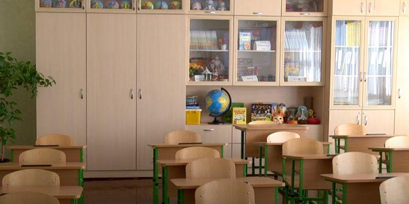 З понеділка школи відновлюють роботу: список заборон
