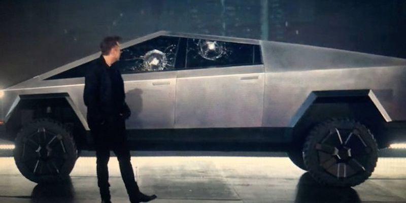 Илона Маска заметили за рулем нового электропикапа Cybertruck