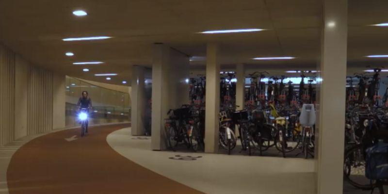 В Нидерландах открылся крупнейший в мире велопаркинг