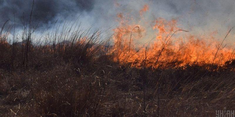 Рятувальники назвали області, у яких оголошено надзвичайну пожежну небезпеку