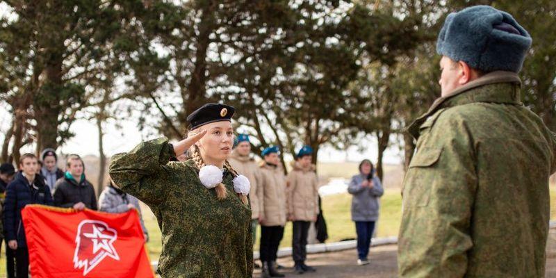 Кремль превращает Крым в собственный военный лагерь для милитаризации детей и подростков: Путин доволен