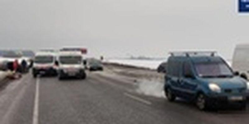 Под Киевом произошла автокатастрофа: столкнулись пяти машин. Есть погибшие и травмированные