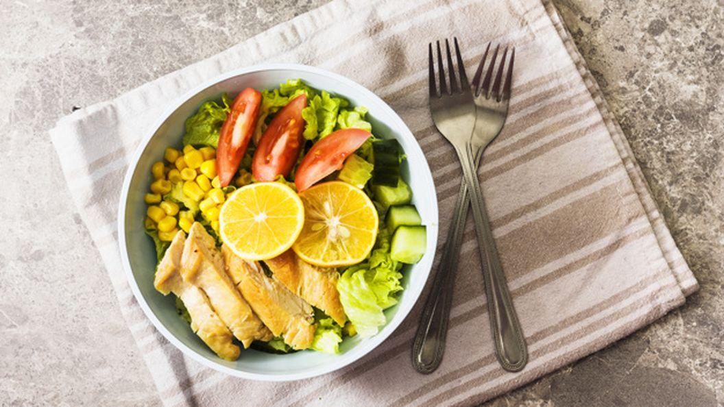 Лучшие рецепты летних салатов с куриным филе