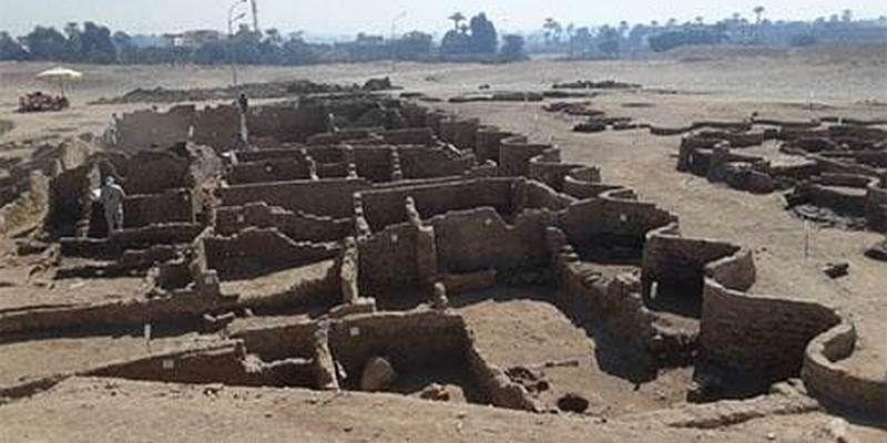 Археологи искали в Египте храм Тутанхамона, а нашли целый затерянный город