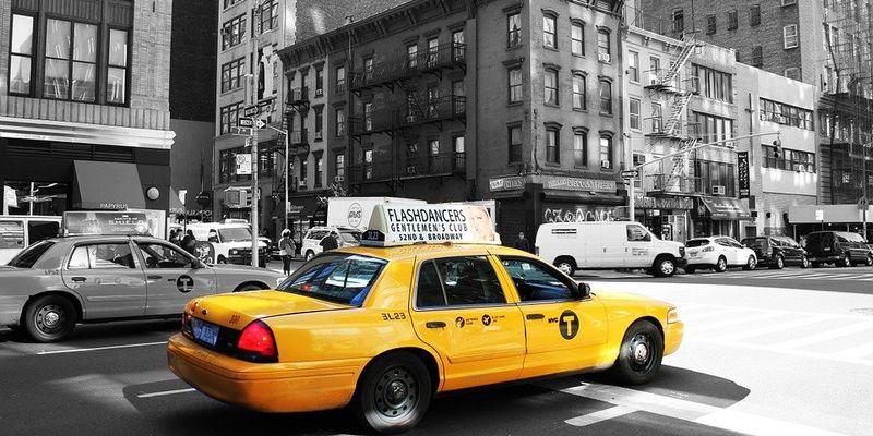 А задумывались ли вы, почему такси окрашены в желтый цвет?