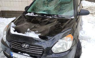 На автомобиль упал лед с крыши: как получить компенсацию