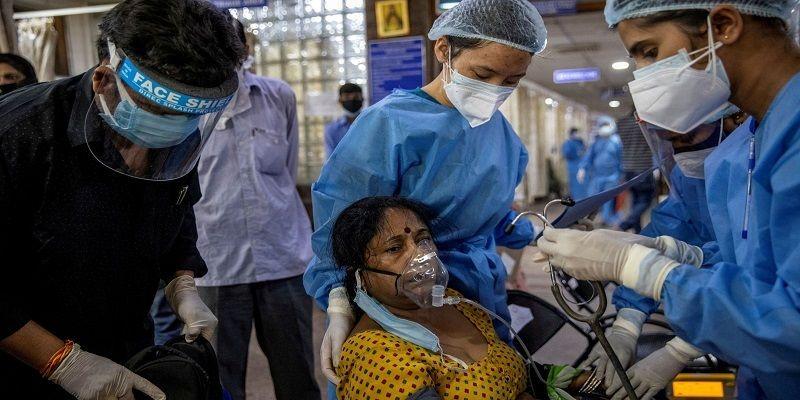 Так боялись коронавируса, что больше года безвылазно жили и справляли нужду в палатке: в Индии спасли мать с двумя дочерьми