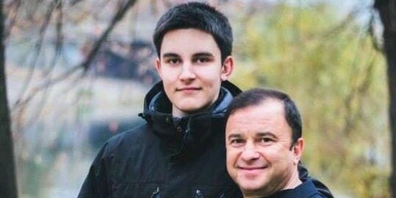 Віктор Павлік поділився щемливим відео зі світлинами померлого сина