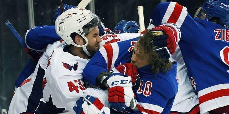 Моторошна бійка в НХЛ: спритний канадець поклав на лід двох росіян