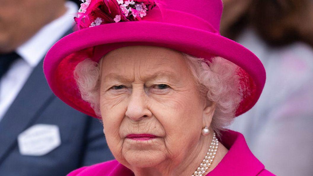 С Королевой Елизаветой вновь случился конфуз