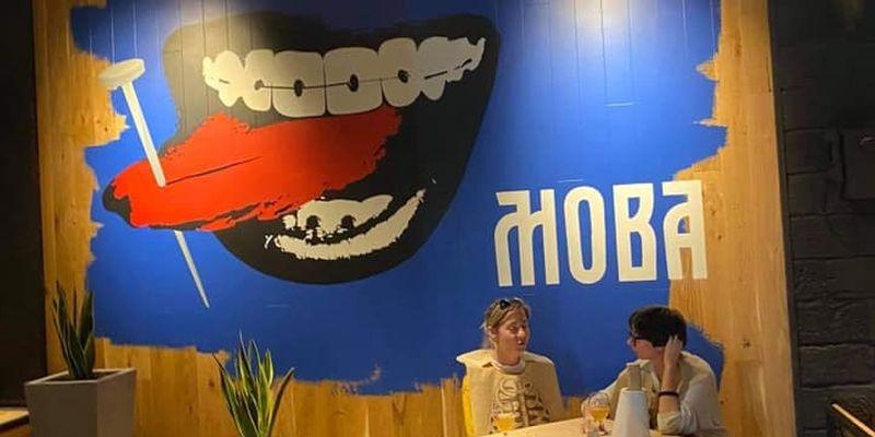 """Львівська """"Реберня"""" замінила картини, які викликали обурення у проросійських одеситів"""
