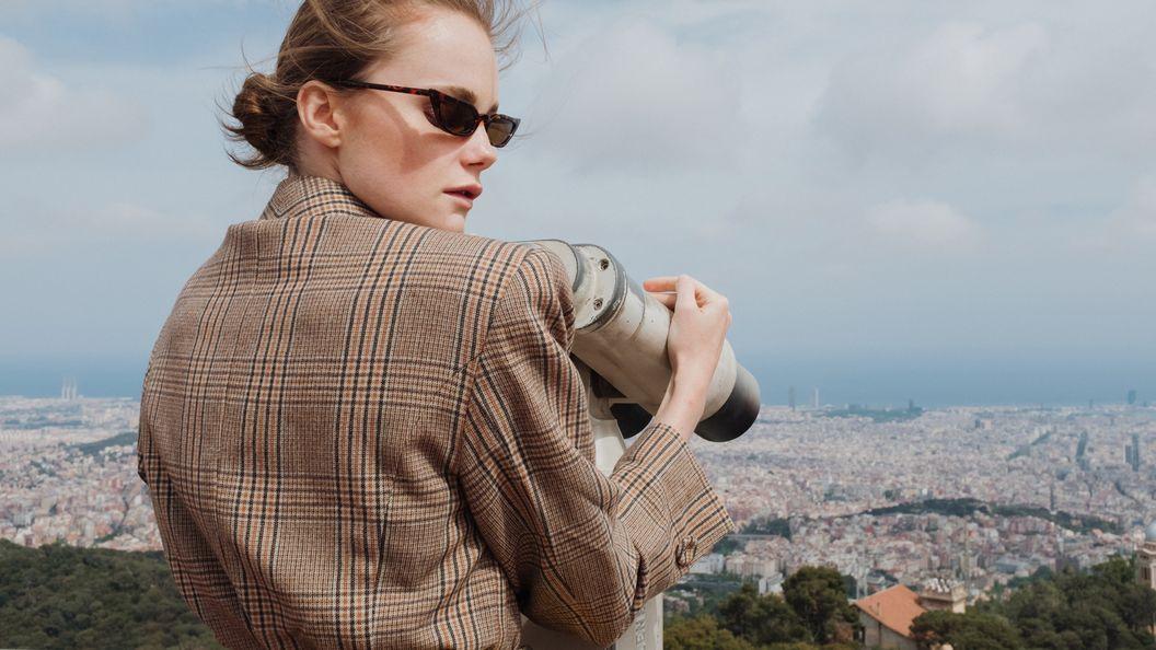 Around Her: стильные образы для отдыха в Барселоне