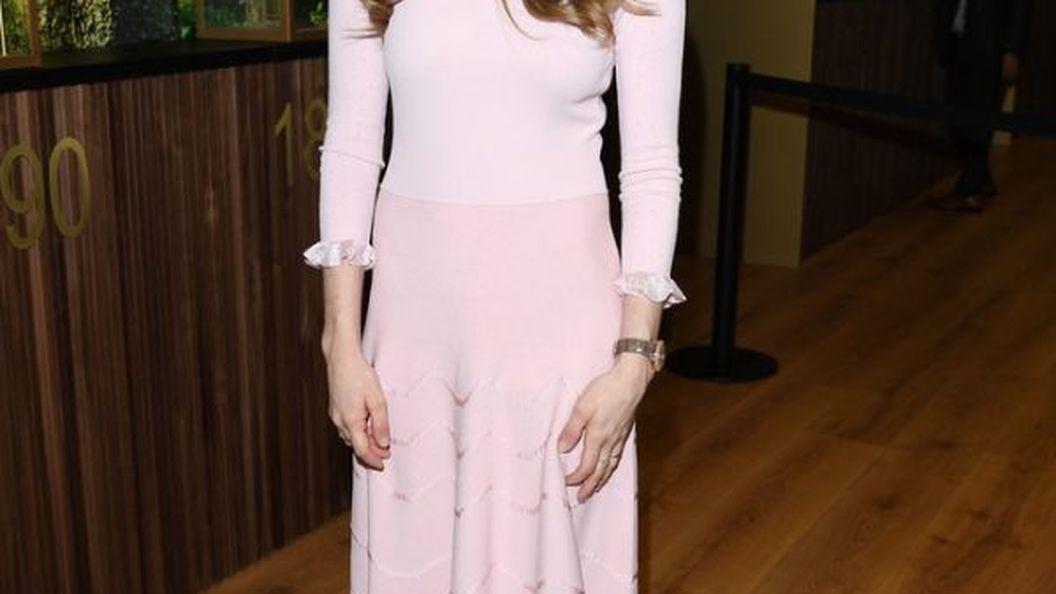Аманда Сейфрід похизувалася фігурою у сукні російської дизайнерки