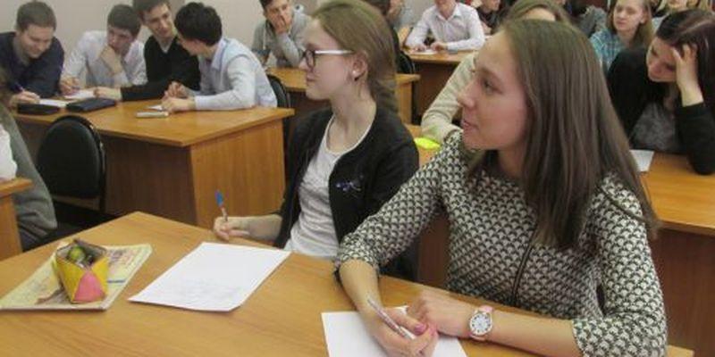 Старших классов в украинских школах больше не будет: что делать детям?