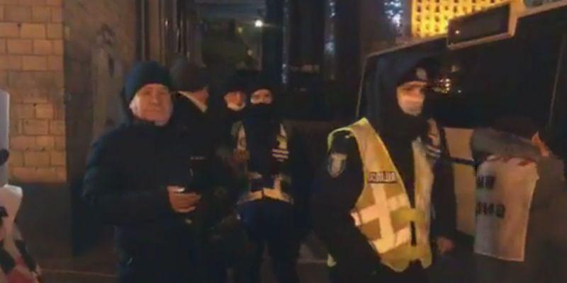 На столичном Майдане, где все еще протестуют ФОПы, произошла потасовка из-за печенья