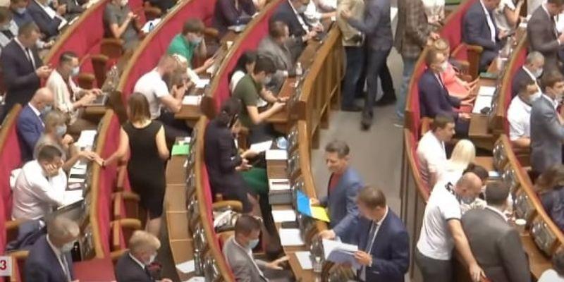 Комітет з питань бюджету не зміг провести засідання через відсутність кворуму