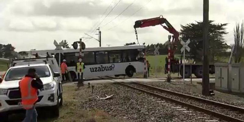 В Новой Зеландии школьный автобус столкнулся с поездом: один человек погиб, десятки раненых