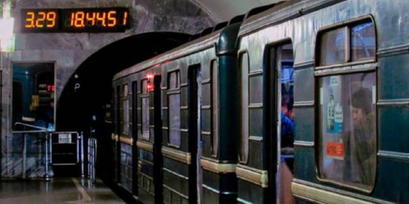 """""""Сдают нервы"""": в харьковском метро произошла драка из-за пассажира без маски"""
