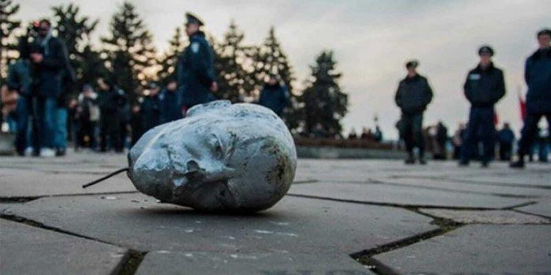 """Шостий рік декомунізації: де в Україні ховаються """"бетонні привиди"""" радянського минулого"""
