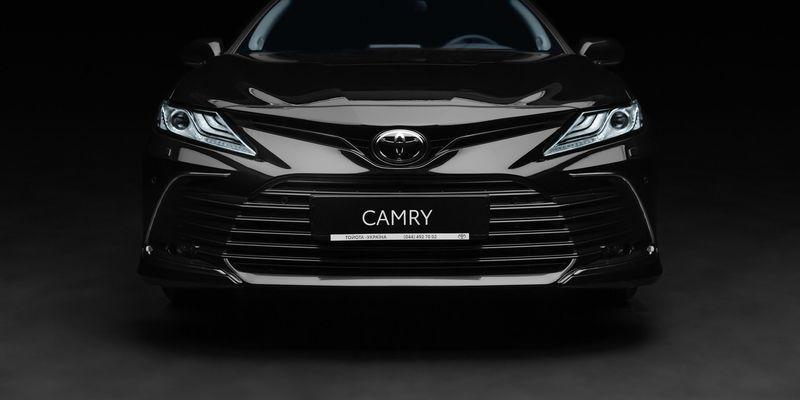 В Україні стартують продажі оновленої Toyota Camry: характеристики та ціни