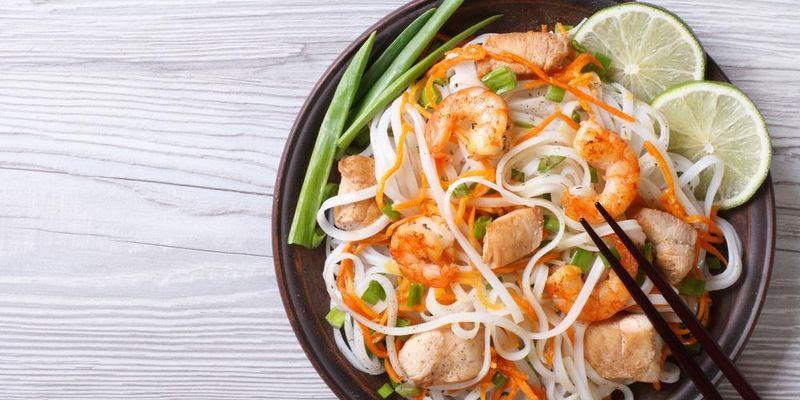Рисовая лапша: как приготовить вкусное азиатское блюдо с овощами, курицей или морепродуктами