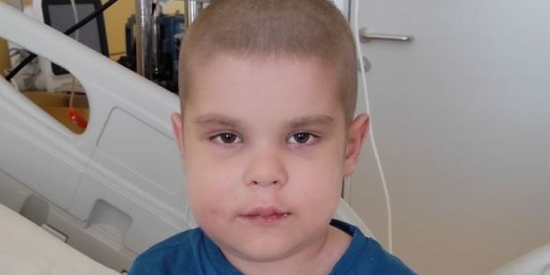 Понад три роки Сашку шукали донора кісткового мозку і ось зараз є шанс на проведення трансплантації