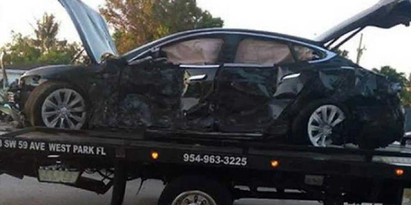 Відео дня: водій Tesla Model S вижив після зіткнення з будинком на швидкості 160 км/год