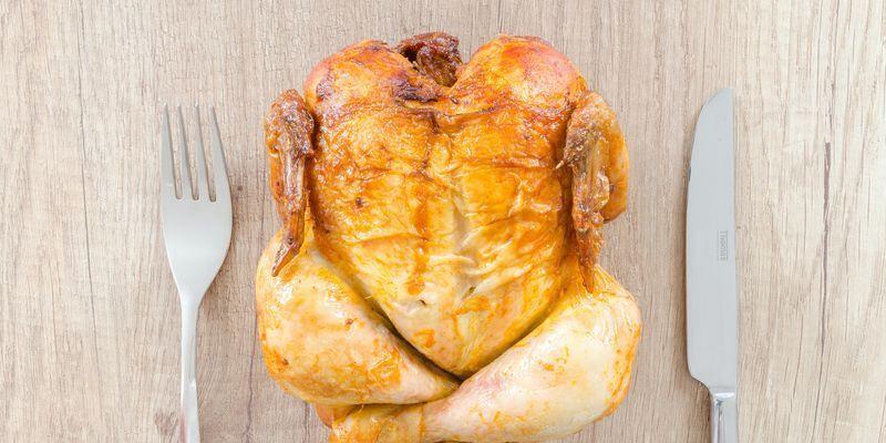 Супер-экологическая, простая и очень вкусная: Эктор Хименес-Браво поделился рецептом жареной курицы