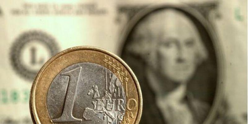 Гривна показала доллару и евро кузькину мать