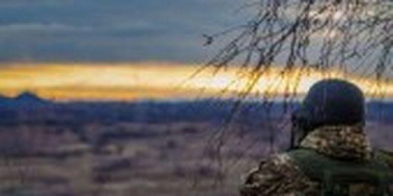 Обстріли на Донбасі: бойовики поранили військового