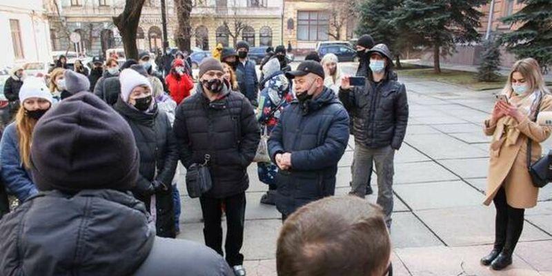 """В """"красных"""" Черновцах митингуют предприниматели"""