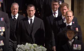 """После похорон Филиппа принц Гарри написал """"очень личную записку"""" отцу и дал обещание"""