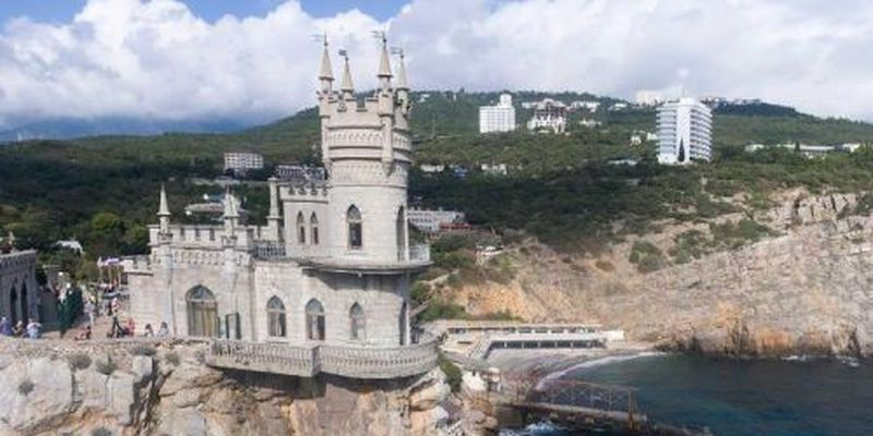 Попытки власти запереть Медведчука в Крыму создали проблемы сотням тысяч украинцев, которые там отдыхают
