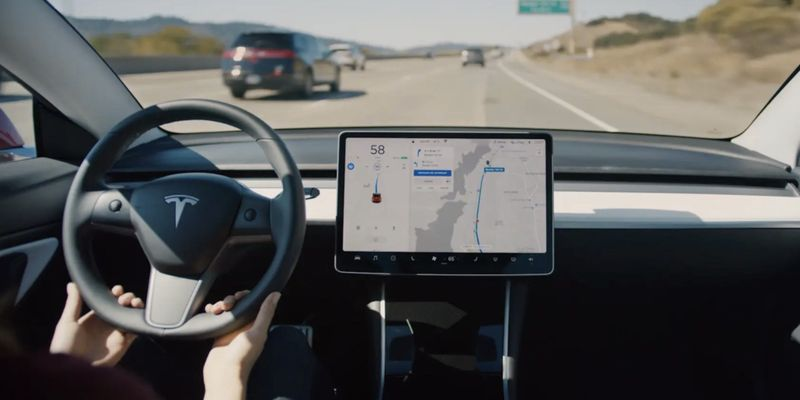 """""""Це так круто!"""": Ілон Маск анонсував масштабне оновлення автопілоту Tesla"""