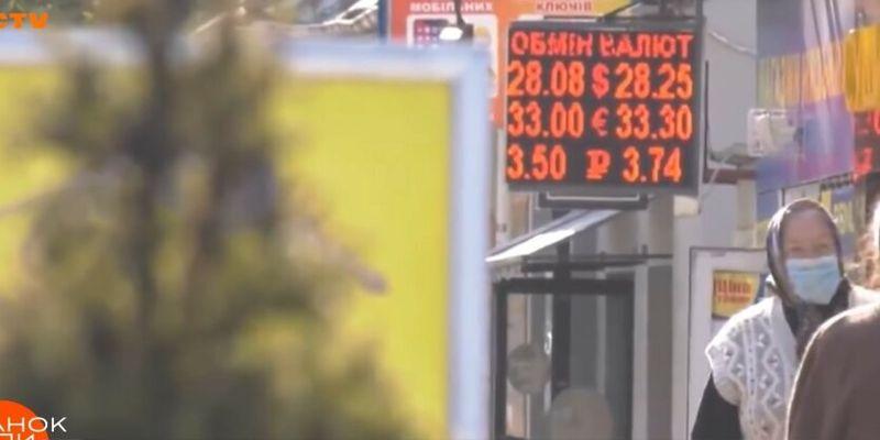 Стало известно, сколько валюты купили и продали украинцы в апреле
