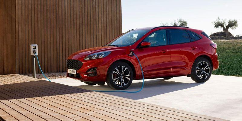 Ford довелося призупинити продажі популярного гібрида через ризик загоряння