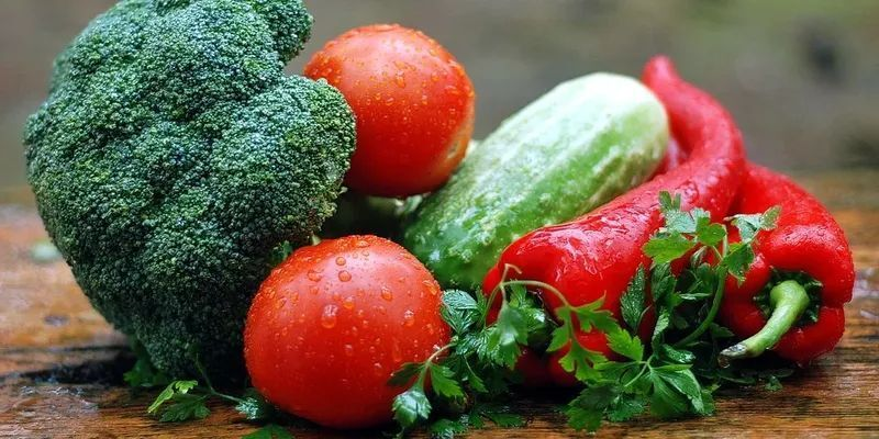 """Чи безпечно купувати несезонні """"нітратні"""" овочі: пояснення Уляни Супрун"""