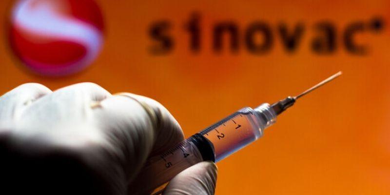 """Поставка китайской вакцины Sinovac задерживается. Компанию """"Лекхим"""" могут оштрафовать"""