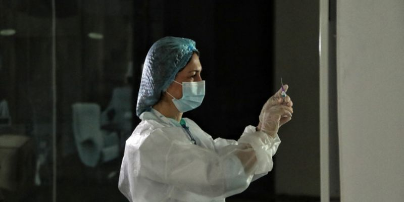 В Киеве каждый третий работник образования вакцинирован от COVID-19